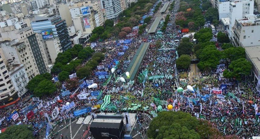 ARGENTINA: UN PUEBLO EN LA CALLE DIJO NO AL FMI