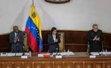 VENEZUELA: LA REVOLUCION BOLIVARIANA AVANZA DESDE LA COSNTITUYENTE