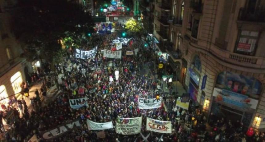 ARGENTINA: MASIVA MOVILIZACIÓN EN DEFENSA DE LA EDUCACIÓN