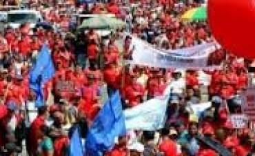 VENEZUELA: MULTITUDINARIA MARCHA EN DEFENSA DE SU REVOLUCION