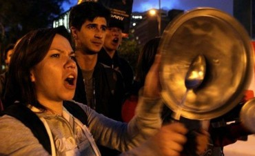 ARGENTINA: ENTRE MOVILIZACIÓN POPULAR, REPRESIÓN Y CACEROLAS